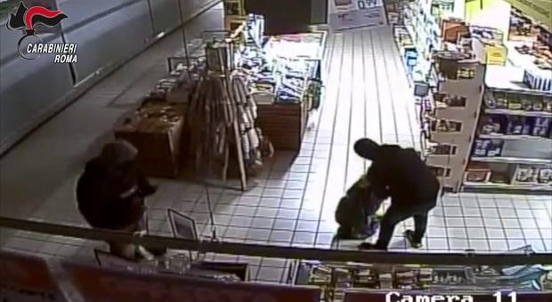 Roma, rapine nonostante lockdown e restrizioni: arrestata la banda dei supermercati