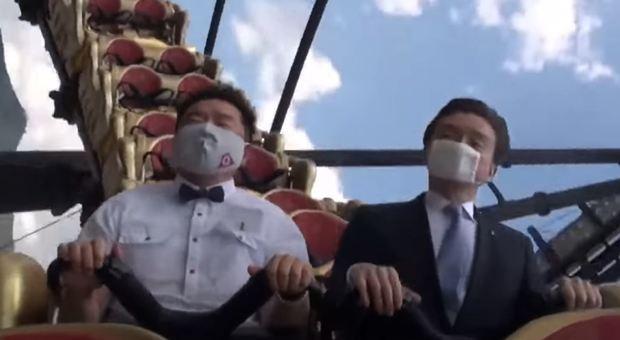 Giappone, vietato urlare sulle montagne russe. «Goccioline di saliva possono trasmettere il virus»