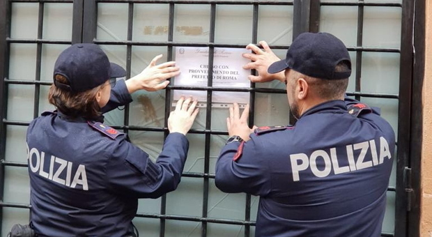 Blatte e topi nella zona della cucina, ristorante asiatico chiuso dalla polizia all'Ostiense