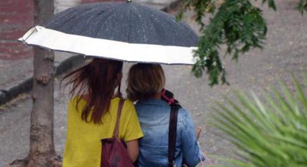 Meteo, l'estate non decolla: arriva un weekend di pioggia e temporali, le previsioni