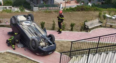 Auto sbanda e piomba nel parco giochi: tragedia sfiorata ad Atri