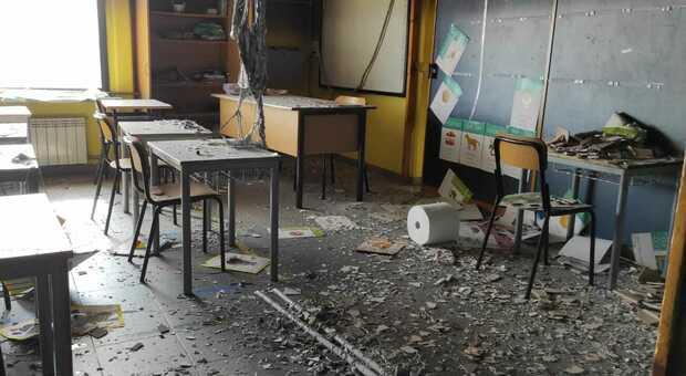 La scuola di via Palermo a Villalba di Guidonia bruciata dai vandali