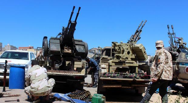 Libia, vertice Conte-Di Maio sulla crisi. A Misurata nuovi raid aerei di Haftar