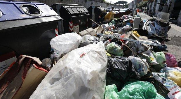 Rifiuti a Roma, dalla Regione Lazio l'allarme per i cumuli di rifiuti nei pressi di scuole e ospedali