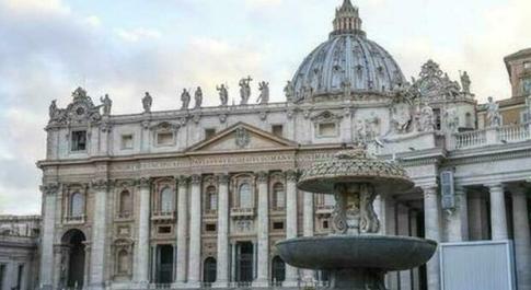 Monsignore molestato dal suo capoufficio, la legge non è retroattiva: archiviata la denuncia