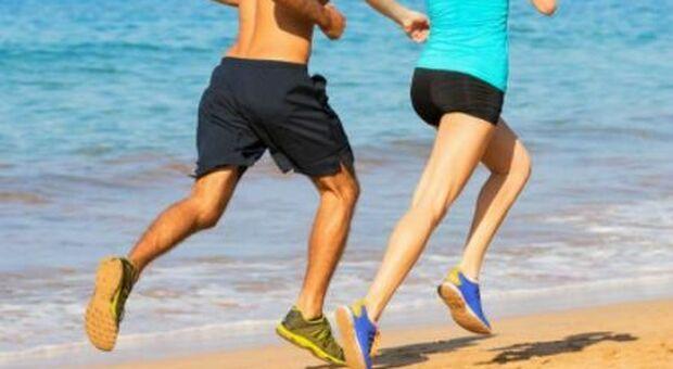 Beach running, correre sulla spiaggia fa bene al fisico e alla psiche