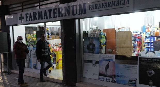 Il blitz della Guardia di FInanza alla parafarmacia di Pescara