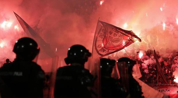 Serbia, è polemica per i 20mila allo stadio per Partizan-Stella Rossa