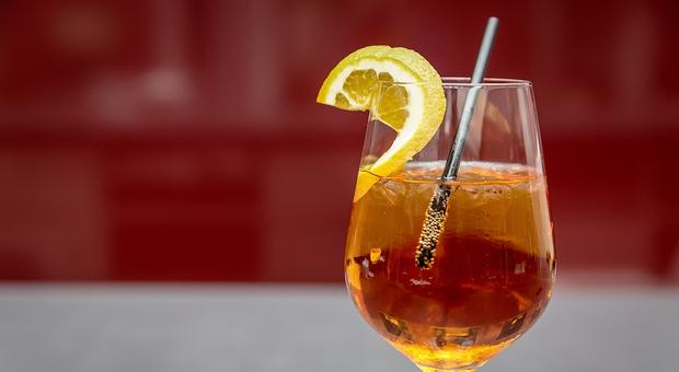 Roma, «Portami un altro drink». Minaccia il barista con un coltello da cucina, denunciato