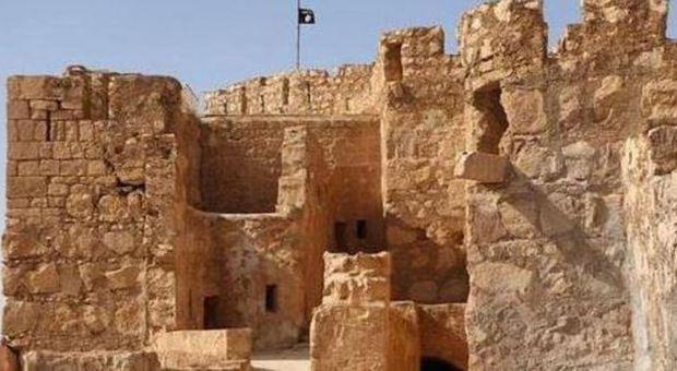 L'Isis occupa il museo di Palmira: la bandiera nera sventola sulla cittadella