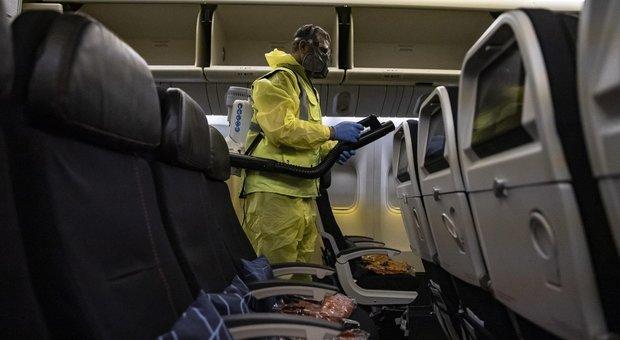 In aereo con le mascherine ma niente distanziamento: ecco tutte le regole