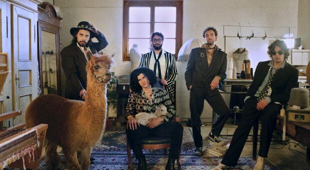 """La Monarchia: il singolo """"Ossa"""" e il limbo della vita di provincia"""