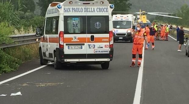 Incidente sulla superstrada per Terracina, motociclista di Frosinone perde un braccio e una gamba