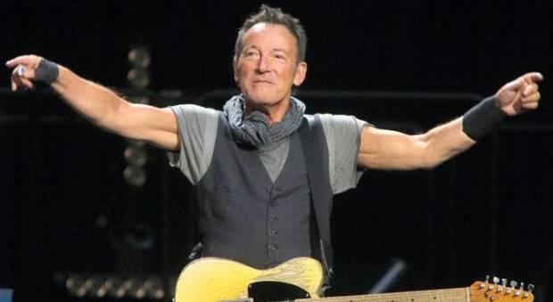 """In """"Born to Run"""" Bruce Springsteen si confessa: trent'anni di psichiatri e la lotta contro la depressione"""