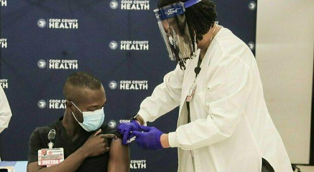 Stati Uniti, birre, cannabis, soldi e cibo in regalo a chi si vaccina contro il Covid.