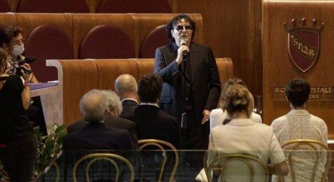 nella foto Renato Zero interviene a sorpresa alla conclusione del Consiglio straordinario per Morricone