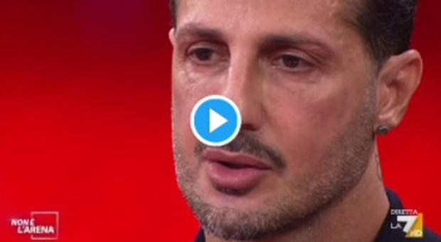 Fabrizio Corona a Non è L'Arena: «Quella volta che mi mangiai il braccio come un cannibale», Giletti sconvolto