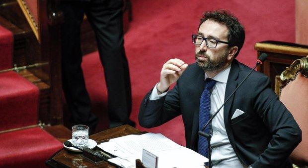 Prescrizione, governo a rischio. Iv: «Pronti a sfiduciare Bonafede». M5S-Pd contro Renzi