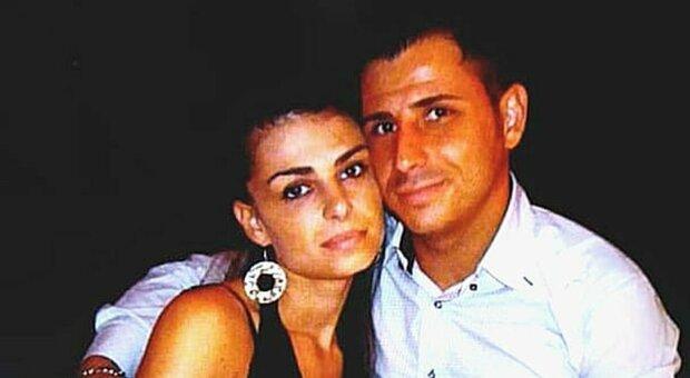 Caserta, uccide la moglie a colpi di pistola e poi chiama i carabinieri: «Ero geloso di lei»