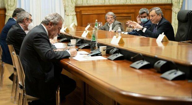 Draghi e sindacati, incontro sulla sicurezza sul lavoro: sanzioni per chi viola le norme