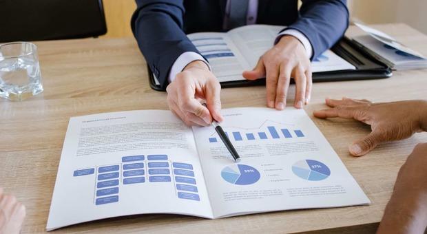 Come investire al meglio i risparmi: si comincia dal consulente