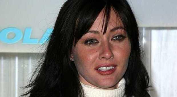 Shannen Doherty ha un cancro al seno: scopre il male e denuncia il suo agente
