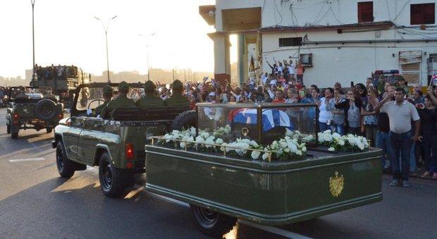 Tutti i «grandi» disertano i funerali di Fidel Castro