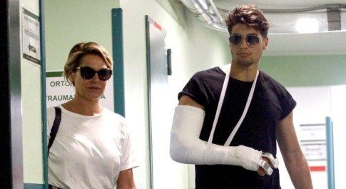 Niccolò Bettarini lascia l'ospedale con la mamma Simona Ventura