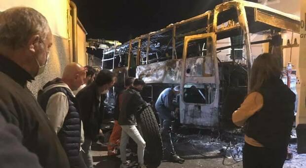 Il bus dopo l'incendio