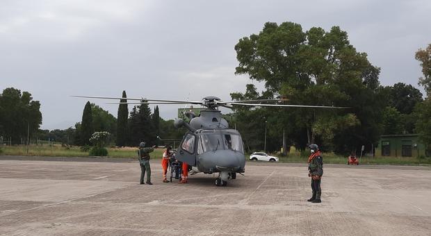 Uomo in pericolo di vita trasportato da Ponza a Latina con elicottero dell'Aeronautica