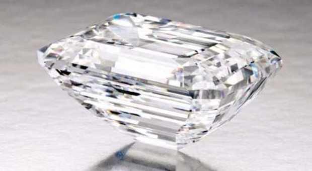 Sotheby's espone a Dubai il diamante più puro al mondo: è di oltre 100 carati