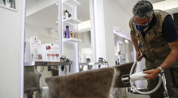 Privacy, nel Lazio clienti di ristoranti e parrucchieri schedati per 30 giorni