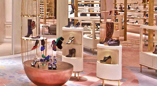 hot sale online ae133 a9691 A Dubai il negozio di scarpe più grande al mondo. Il ...