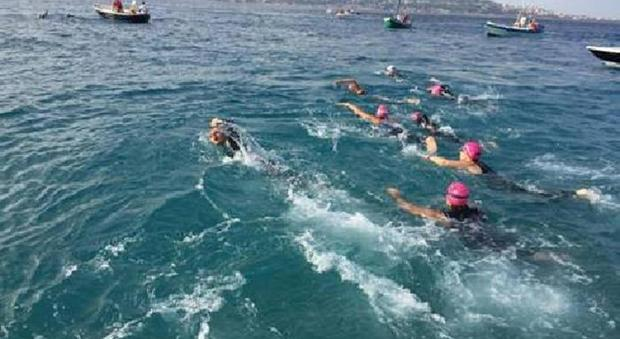 Parkinson, sei pazienti sfidano a nuoto la traversata dello Stretto