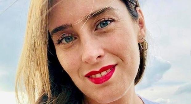 Maria Elena Boschi, su Instagram la foto col rossetto rosso e i tacchi a spillo