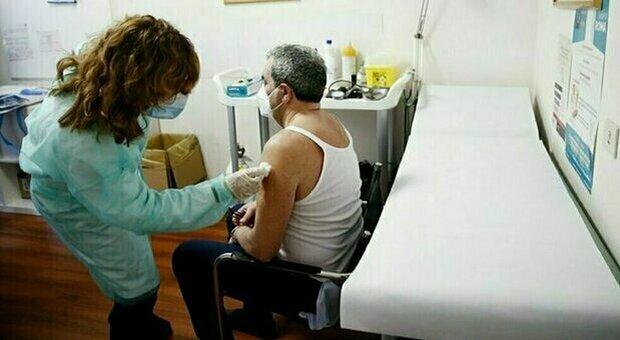 Pfizer, vaccino anti Covid unito a quello contro la polmonite: via ai test