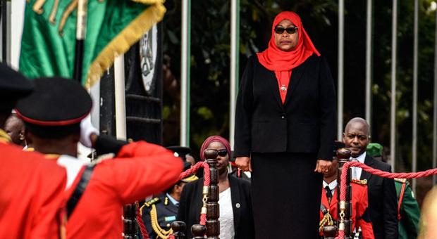 Tanzania: eletta la prima donna presidentessa dopo la morte del presidente negazionista morto di Covid