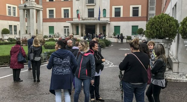 Incendio all'ospedale San Pietro di Roma, notte di paura: evacuati tutti i 660 pazienti