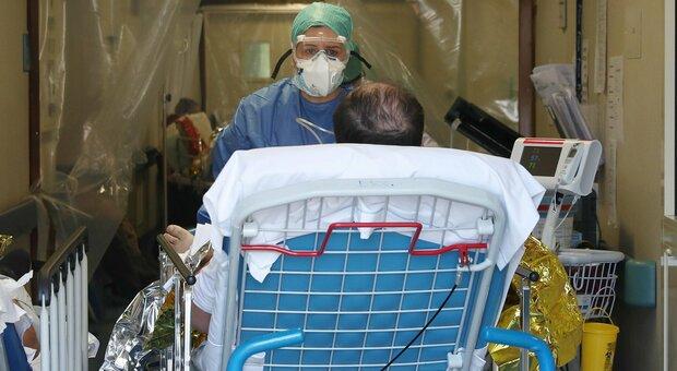 Variante inglese, a Brescia terapie intensive piene: «Il paziente più giovane ha 19 anni, è ricoverato da una settimana»