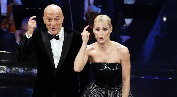"""Sanremo 2019, gag Bisio con la Hunziker al """"telefono"""": «Ho 39 di febbre e sono malata»"""