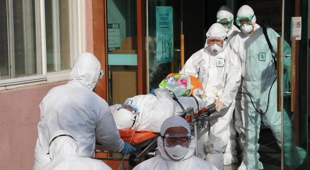 Coronavirus, Cina: più della metà degli infetti è già guarita. Casi in calo
