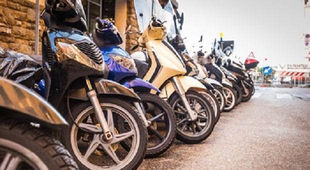 Assicurazioni, Rc Scooter a Napoli costa più del doppio della media italiana