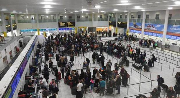 Regno Unito, due arresti per droni sull'aeroporto Gatwick