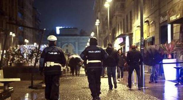 Ragazzo picchiato a Milano perché gay: aggredito da dieci persone, ferite alla testa e al torace