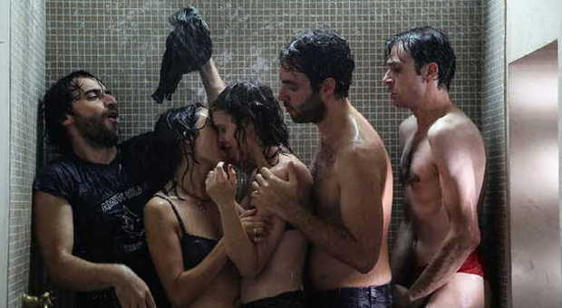 Fino a qui tutto bene: finalmente un film sui giovani a cui si può credere