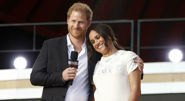 Harry e Meghan, il nome del reale «razzista» rivelato nel libro da 15 milioni di dollari? La Royal Family trema