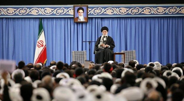Iran, Khamenei voleva colpire duro gli Usa ma gli ayatollah non vogliono la guerra