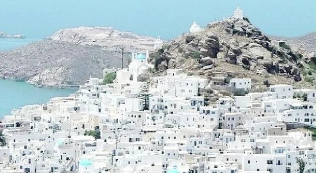 Positivi durante il viaggio dopo la maturità, 15 studenti veneti bloccati in Grecia. Le famiglie: «Da autorità nessuna indicazione»