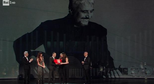 Sanremo 2019, premio alla carriera a Pino Daniele: polemiche per l'orario
