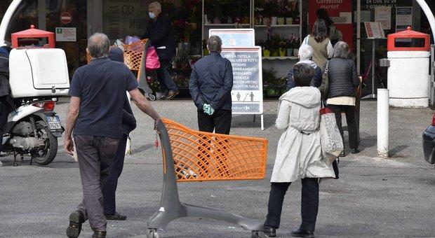 Coronavirus, esplode la polemica sui supermercati: «Non chiudeteli in anticipo, così aumentano resse e tensioni»